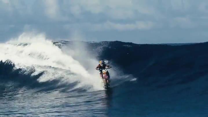 Enlace a Surfeando con una moto, ya sé lo que quiero probar el próximo verano