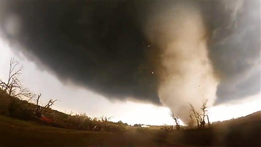 Enlace a Lo más cerca que estarás de un tornado