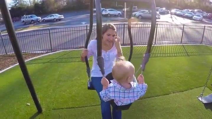 Enlace a Deberían instalar más columpios como éste en los parques infantiles