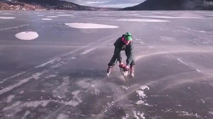 Enlace a Patinaje sobre hielo con la ayuda de una motosierra