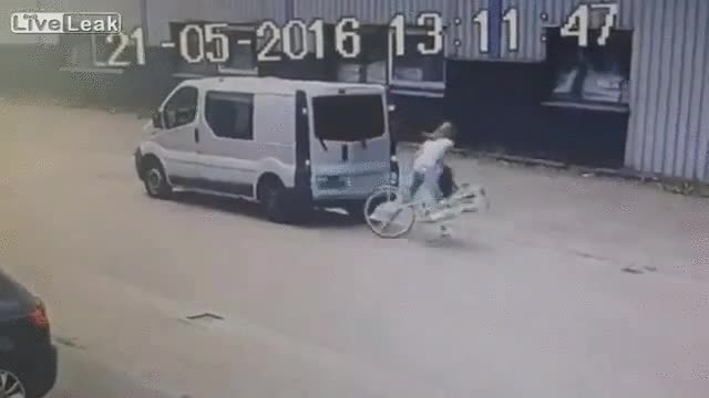 Enlace a Cuando vas en bici y de repente aparece una furgoneta en tus narices