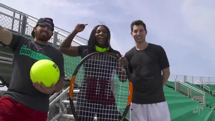 Enlace a Serena Williams clavando un lanzamiento perfecto