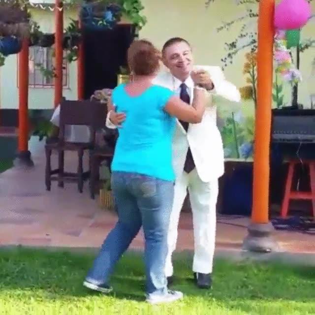 Enlace a La manera más elegante de bailar salsa. Espera, no he dicho nada...