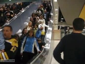 Enlace a Hay gente tozuda y luego está la rubia que intenta subir por unas escaleras mecánicas