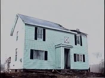 Enlace a Grúas que destrozan tu casa de forma cariñosa, con mucho cuidado