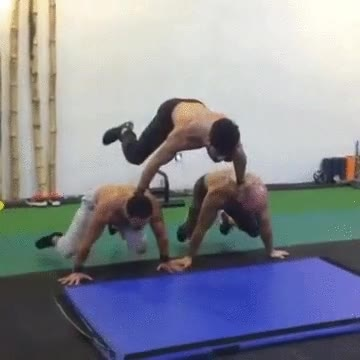 Enlace a Flexiones piramidales, el ejercicio de moda en todos los gimnasios