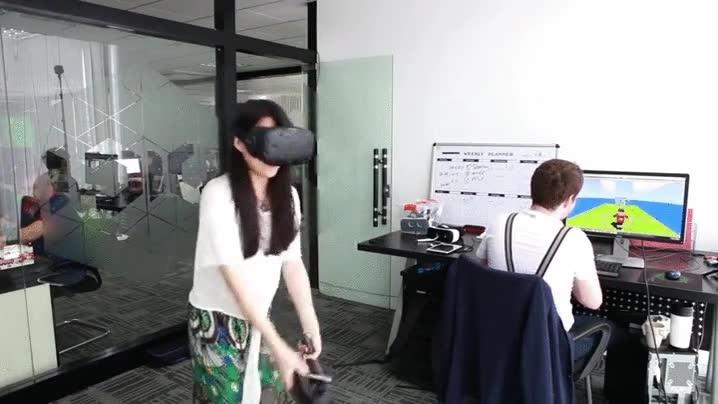 Enlace a Estar cerca de alguien que juega a la Realidad Virtual es un deporte de riesgo