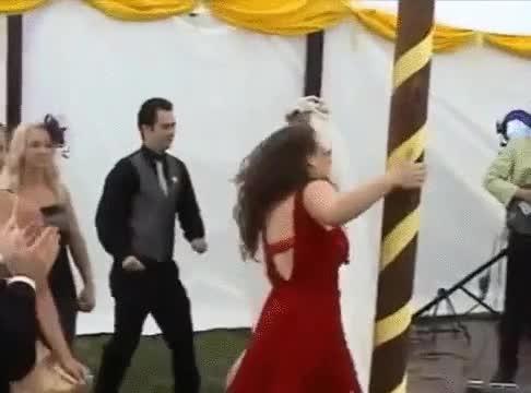 Enlace a Cuando la típica amiga borracha la lía en tu boda