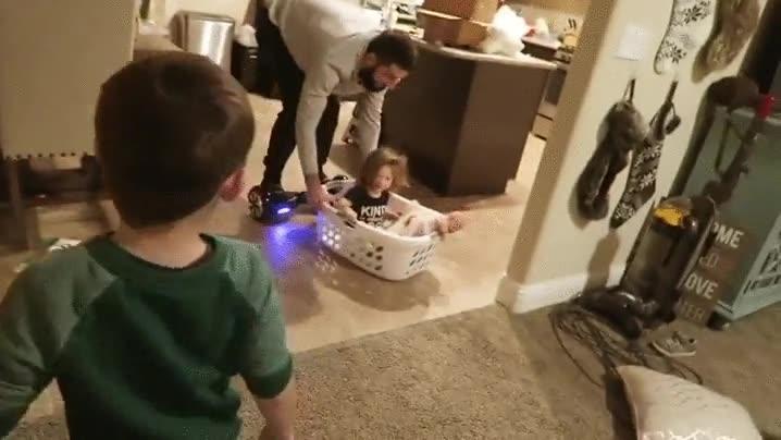 Enlace a El último invento de papá para distraer a los niños
