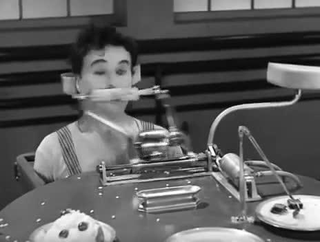 Enlace a Comer maíz con un taladro. Chaplin ya lo hacía hace 80 años