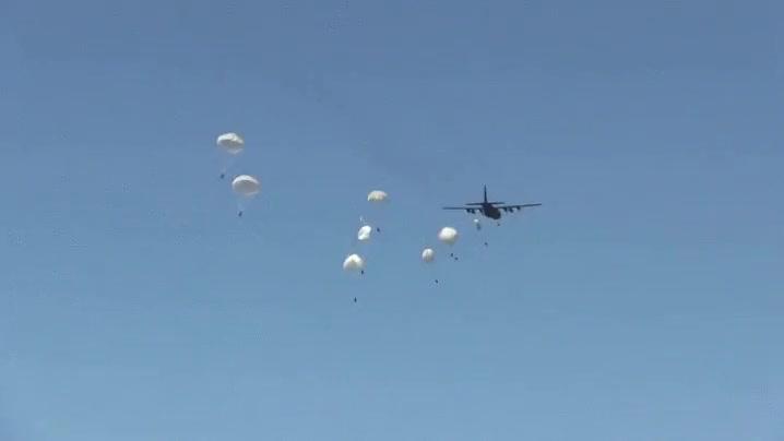 Enlace a Salvado por el paracaídas de emergencia