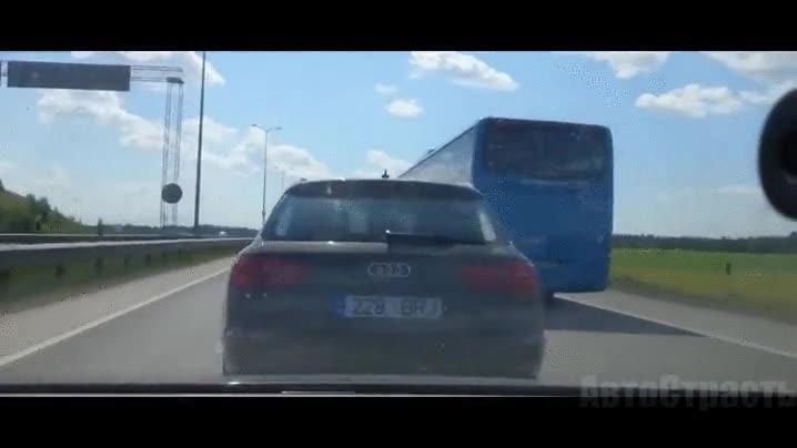 Enlace a Mucho cuidado con los adelantamientos en la carretera