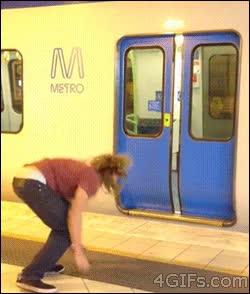 Enlace a La forma más molona de entrar en el vagón del metro