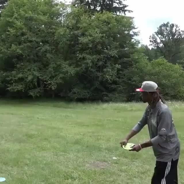 Enlace a El increíble lanzamiento de frisbee que te dejará sin palabras