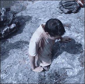 Enlace a Entrando en la cueva por un agujero realmente diminuto