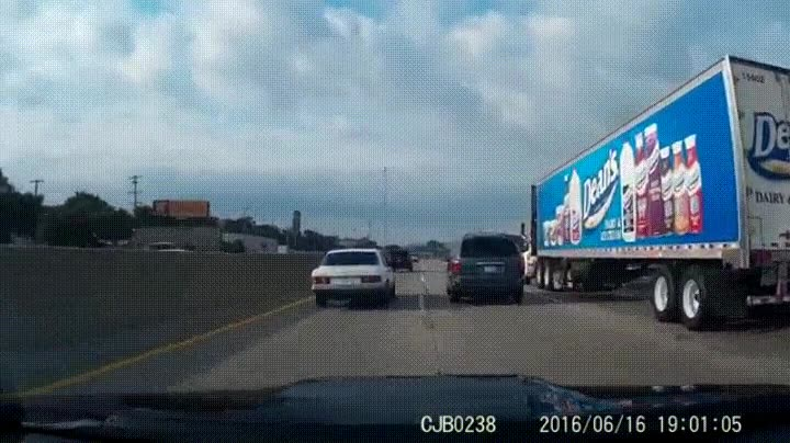Enlace a Cuando el coche de delante te tira un donut en la cara