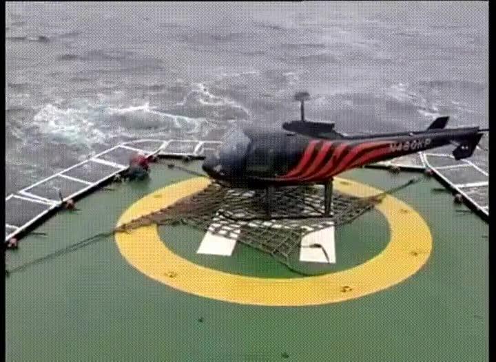 Enlace a Un despegue de helicóptero algo accidentado