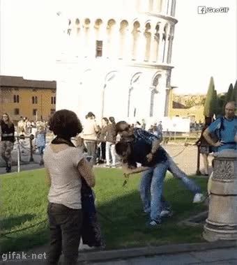 Enlace a La forma correcta de reaccionar a los pesados que hacen la broma con la Torre de Pisa