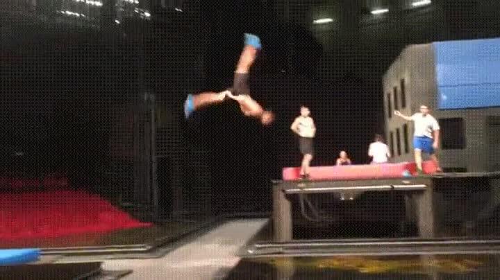 Enlace a Los chicos del Cirque Du Soleil parecen estar hechos de goma