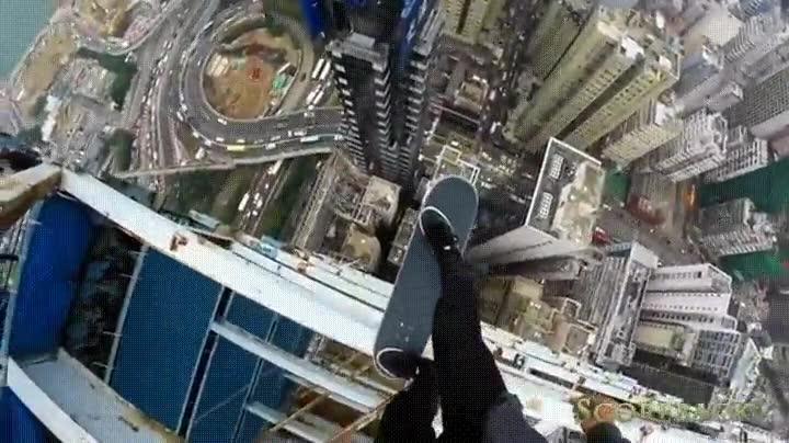 Enlace a Haciendo locuras con el skate en la cima de un rascacielos