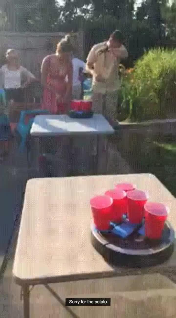 Enlace a Roomba + Beer pong = Éxito asegurado