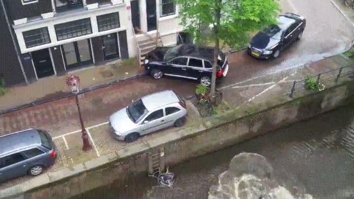 Enlace a Nunca dejes el coche mal aparcado cerca de un río