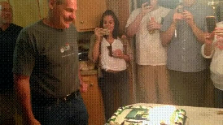 Enlace a Soplando las velas de tu cumpleaños de la mejor forma posible