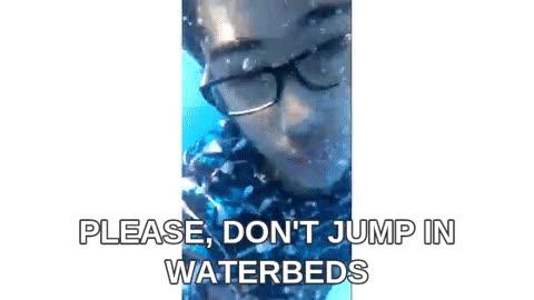Enlace a Un consejo, nunca saltéis en una cama de agua