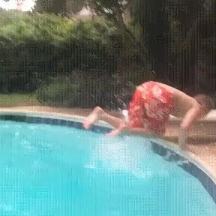 Enlace a Asegúrate de calcular distancias cuando saltes desde el trampolín de la piscina
