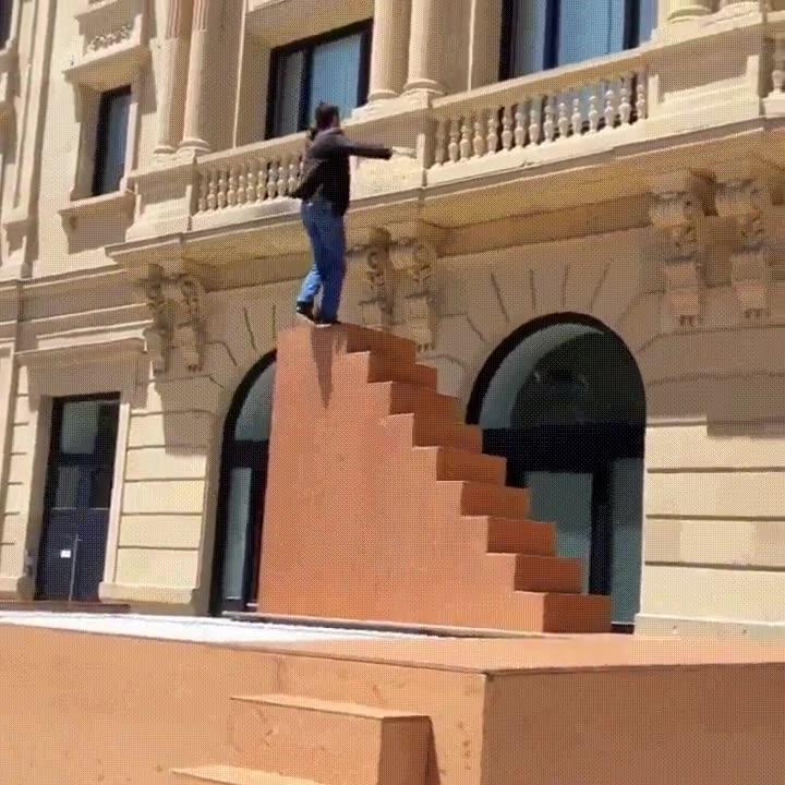 Enlace a Rebotando incesantemente hasta subir las escaleras