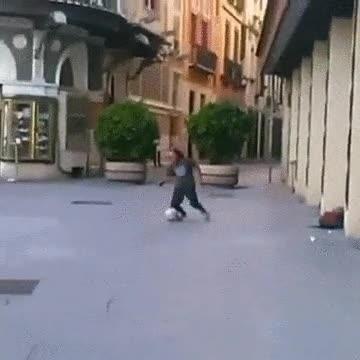 Enlace a En el fútbol callejero lo importante es tener un buen equilibrio