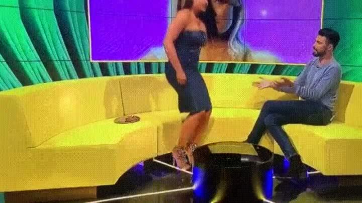 Enlace a Lo que puede pasar si haces twerking en directo con un vestido de cremallera