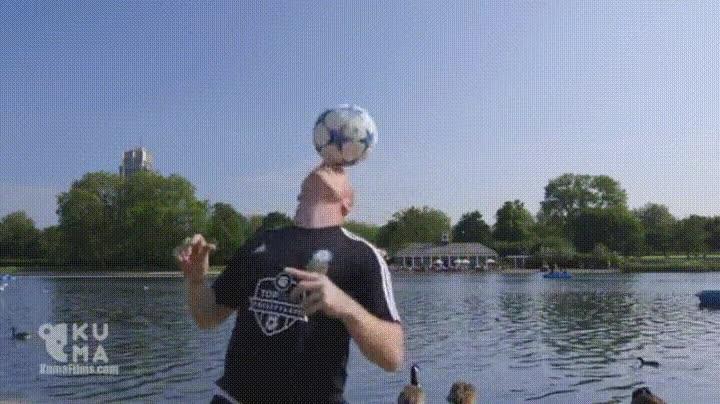 Enlace a Futbolistas que utilizan la cabeza de forma inteligente