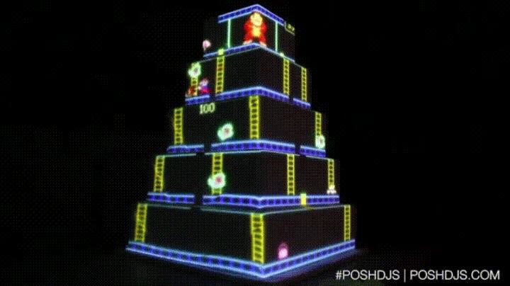 Enlace a Pastel de cumpleaños con una proyección de Donkey Kong