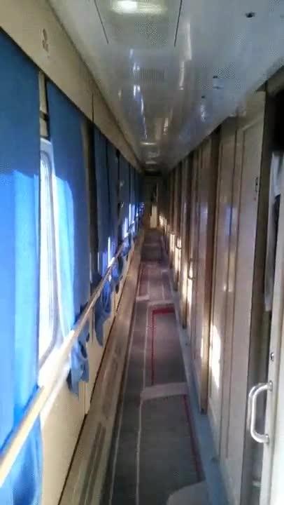 Enlace a La forma en la que las sombras se proyectan en este tren da un poco de mal rollo