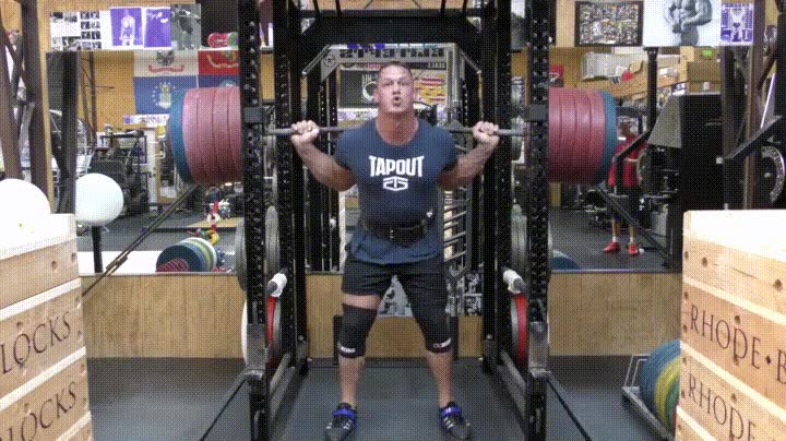 Enlace a Johh Cena haciendo una sentadilla con 277kg