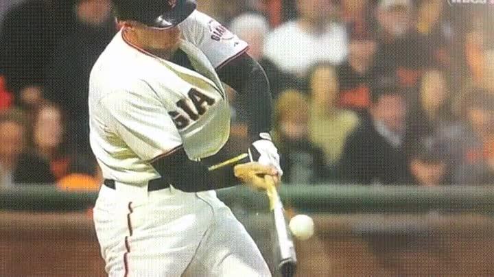 Enlace a Golpeando 3 veces una pelota de beisbol con un solo swing