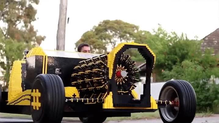 Enlace a Un inventor de 21 años crea un coche funcional de piezas de LEGO