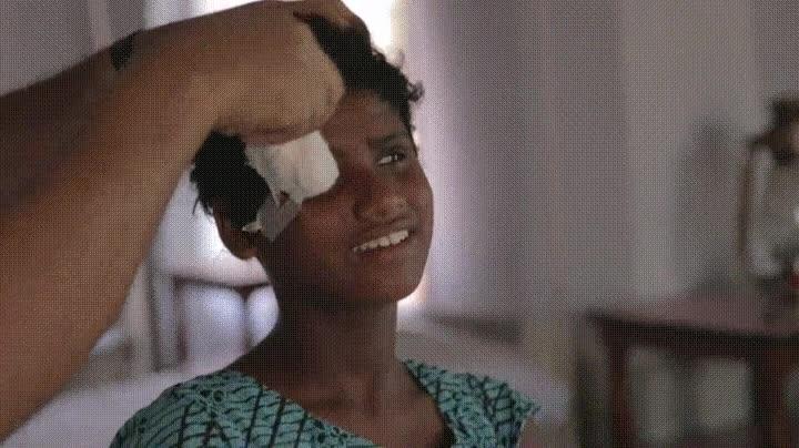 Enlace a La reacción de una chica India que al volver a ver por primera vez después de ser operada