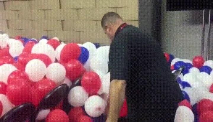 Enlace a ¿Alguna vez te has preguntando qué pasa con los globos de los discursos?