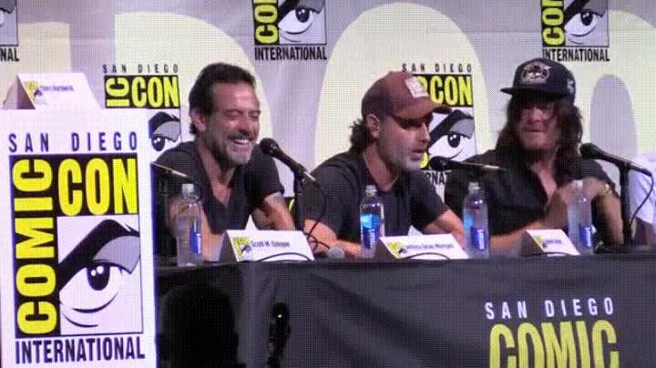 Enlace a Rick atacando con purpurina a Daryl en plena Comic Con