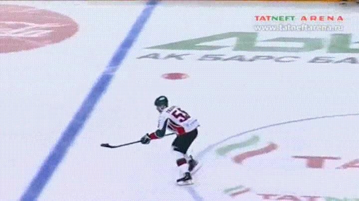 Enlace a La forma más bestia de meter un gol en hockey sobre hielo