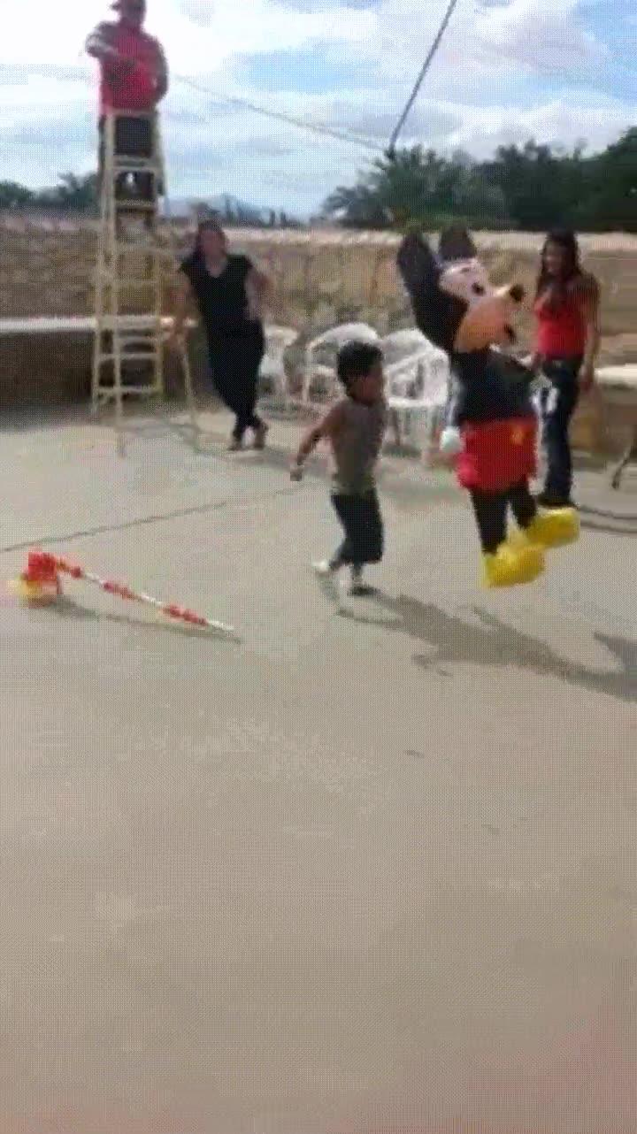Enlace a Cuando tu hijo de 5 años pierde los papeles con Mickey Mouse