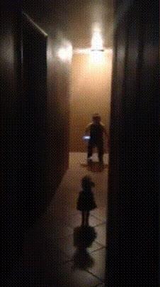 Enlace a La reacción de un niño cuando se encuentra con algo terrorífico