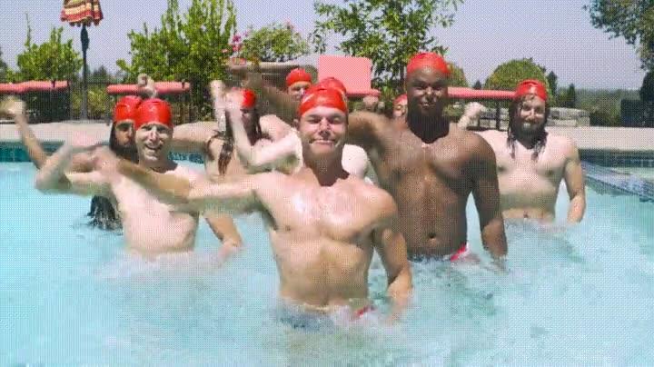 Enlace a Tendrían que admitir la natación sincronizada para hombres en las Olimpiadas