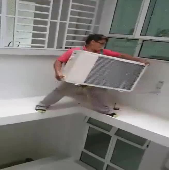 Enlace a Instaladores de aire acondicionado sin miedo a la muerte
