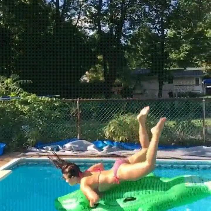 Enlace a Cuando clavas el truco del cocodrilo en la piscina