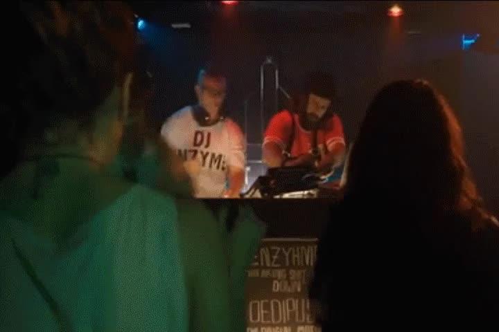 Enlace a Lo que hacen realmente los DJ's en las fiestas