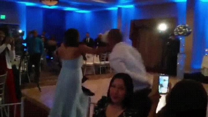 Enlace a Cuando el baile de tu boda acaba de la peor forma posible