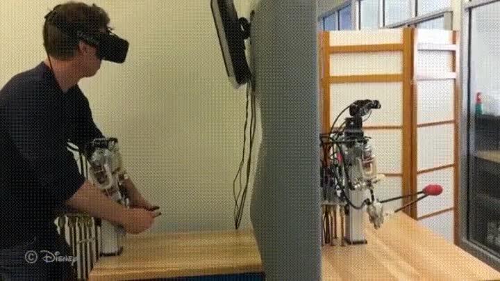 Enlace a Detrás de un robot con sentimientos siempre hay un hombre a los mandos
